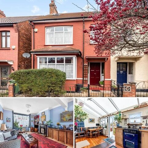 3 bedroom end of terrace house for sale - Bramshot Avenue London SE7