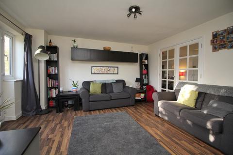 2 bedroom ground floor flat - Parkinson Drive, Chelmsford, Essex, CM1