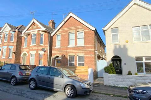 3 bedroom detached house - Lyell Road, Poole, BH12 2NE