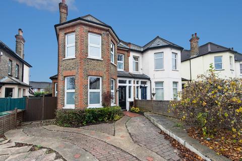 4 bedroom semi-detached house - Clyde Road, Wallington