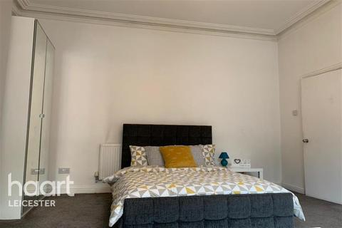 1 bedroom house share to rent - Near the railway station