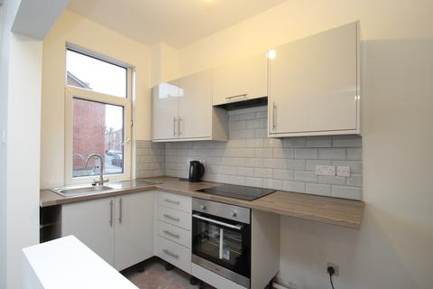 2 bedroom end of terrace house - Stanley Road, Leeds