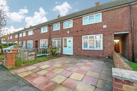 3 bedroom terraced house - Harrow Road, Langley