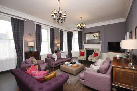 4 bedroom flat to rent - George Street, Edinburgh