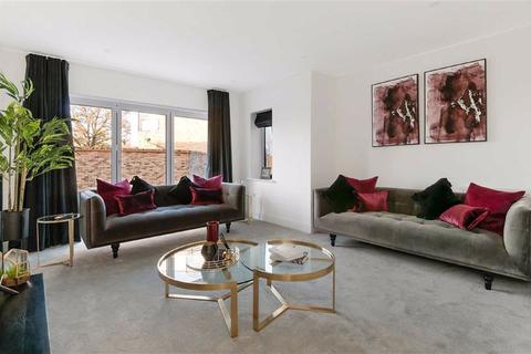 4 bedroom semi-detached house - Beaulieu Park, Rainham, Kent