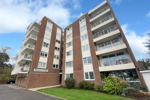 3 bedroom flat - Tennyson Road, Worthing