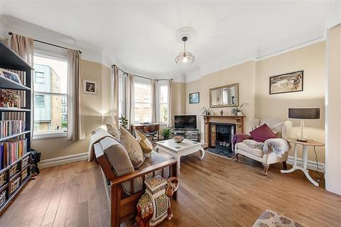 2 bedroom flat for sale - Elspeth Road, SW11