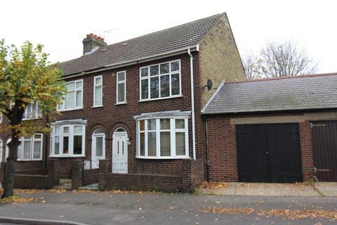 5 bedroom end of terrace house - Marlborough Road, Gillingham, Kent, ME7
