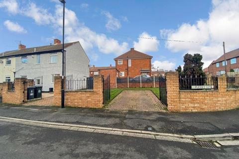 3 bedroom semi-detached house for sale - Plessey Gardens, North shields, North Shields, Tyne and Wear, NE29 7LB