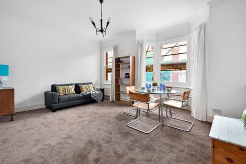 1 bedroom flat for sale - Rosenau Road, Battersea, London, SW11 4QX