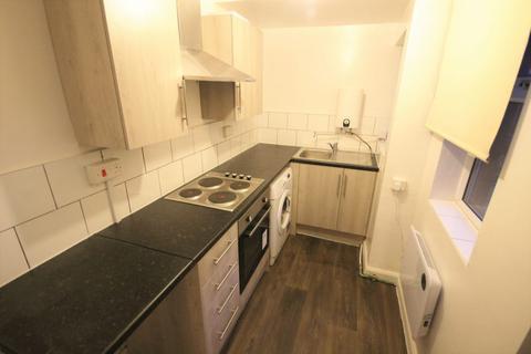 Studio to rent - Linden Grove, Beeston, Leeds, LS11 6EY