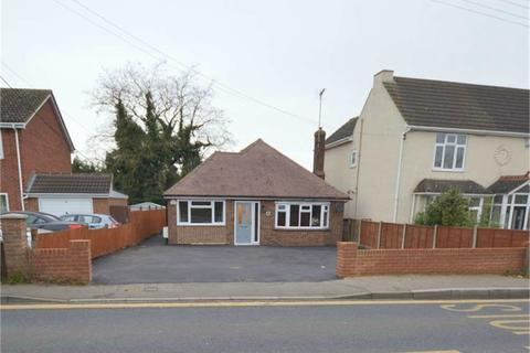 4 bedroom detached bungalow for sale - Main Road, Hoo, ROCHESTER, Kent