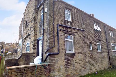 2 bedroom terraced house - Great Horton Road, Bradford