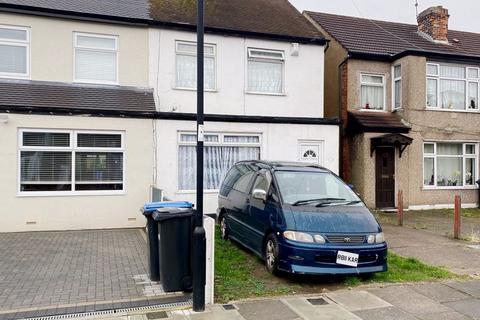 3 bedroom terraced house for sale - Gilda Avenue, Enfield EN3