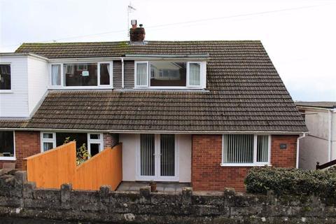 3 bedroom semi-detached bungalow - Glen Road, West Cross