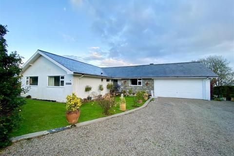 4 bedroom detached bungalow - Glyn Y Mor, Llanbedrog, Pwllheli