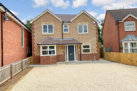 3 bedroom detached house - Swift Close, Kenilworth