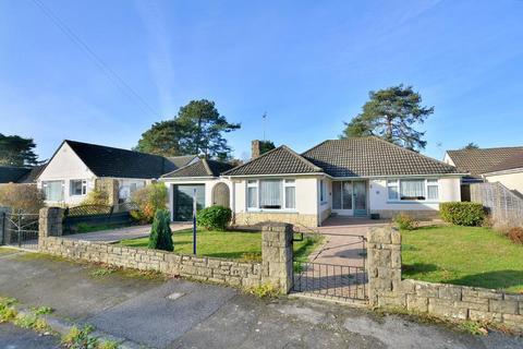 2 bedroom detached bungalow for sale - Longacre Drive, Ferndown, BH22 9EE