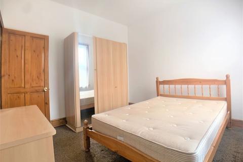 1 bedroom maisonette - 1-Bedroom Flat on First Floor to Rent in Selkirk Road, Tooting