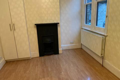 3 bedroom flat to rent - Lanark Mansions, Pennard Road W12