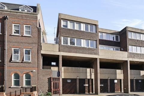 1 bedroom house share to rent - Victoria Park Square,London, E2 9PB