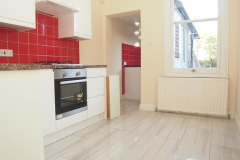 4 bedroom terraced house to rent - Tottenhall Road, Palmers Green, N13
