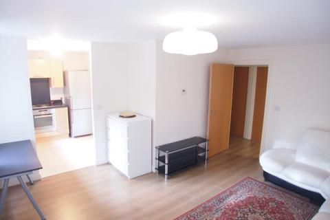 2 bedroom flat - Millicent Grove, Palmers Green, N13