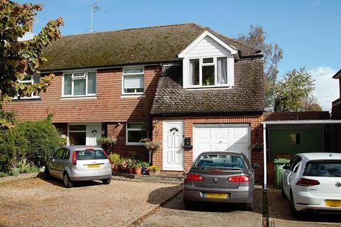 Studio - Vicarage Road, Staines-Upon-Thames, TW18