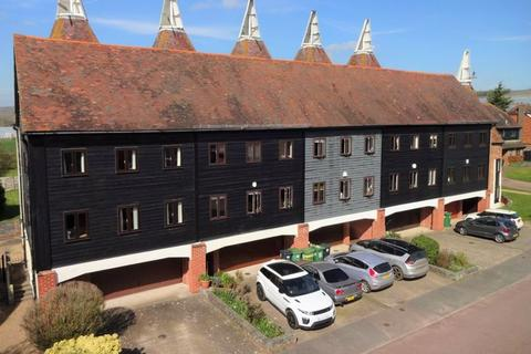 4 bedroom character property for sale - Oast Court, Yalding
