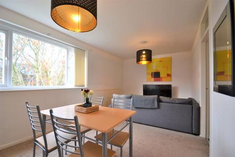 2 bedroom apartment - Clarendon Road, Manchester