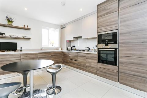 3 bedroom apartment - 15 Bickley Road, Bromley
