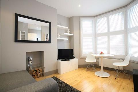 1 bedroom flat for sale - Tregothnan Road, Clapham, London