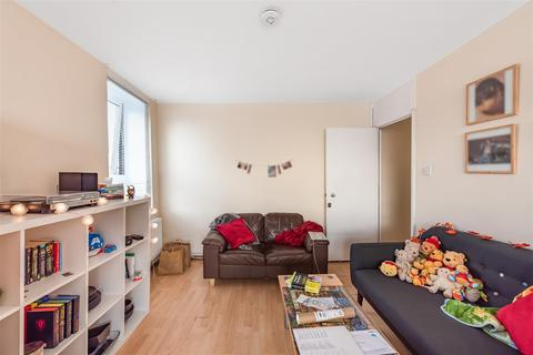 2 bedroom flat for sale - Fellows Road, London