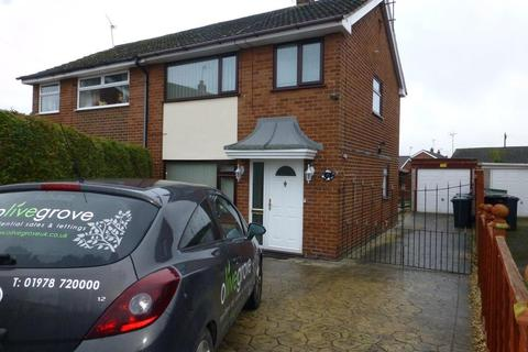 3 bedroom semi-detached house to rent - Hunters Way, Llay, Wrexham