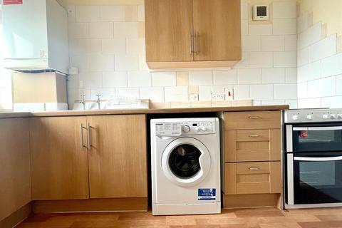 2 bedroom flat to rent - Westerham Avenue