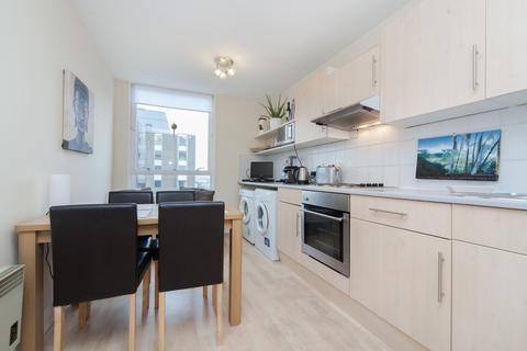 2 bedroom flat to rent - Bramlands Close, Battersea, SW11