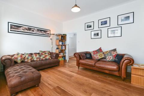 2 bedroom flat - Leathwaite Road, Battersea
