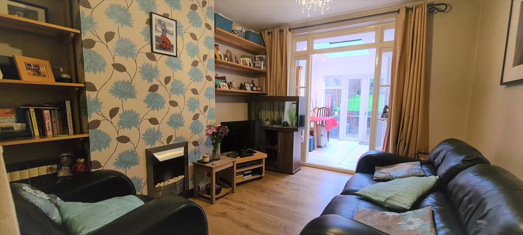 2 bedroom ground floor maisonette