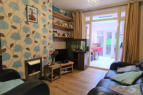 2 bedroom maisonette - Avondale Avenue, East Barnet, EN4