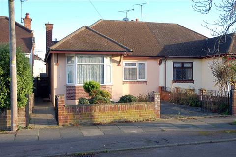 2 bedroom bungalow for sale - Pentland Avenue, Chelmsford