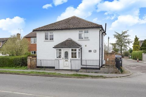 2 bedroom detached house for sale - Risborough Road,  Aylesbury,  HP22