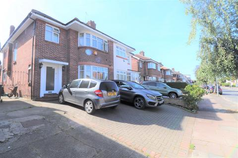 4 bedroom house share to rent - Herent Drive, Clayhall, IG5