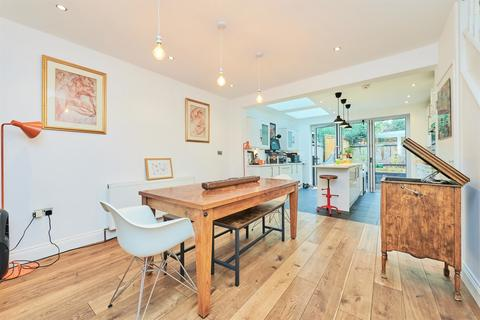 2 bedroom detached house - Sutton Lane North, Central Chiswick, W4