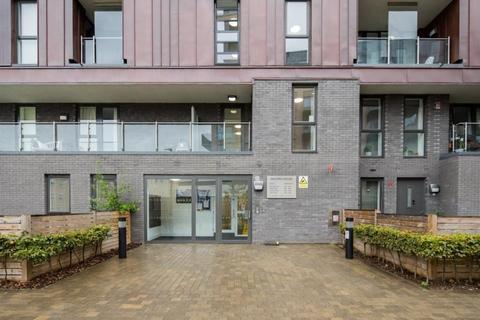 3 bedroom flat for sale - 12 Coalmakers Wharf, London, London, E14 7PE