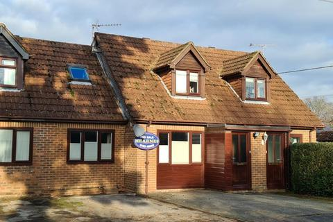 3 bedroom terraced house for sale - Hightown Road, Ringwood, BH24 1NH