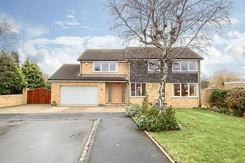 4 bedroom detached house for sale - Friarswood Close, Yarm