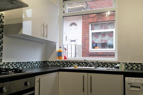 2 bedroom ground floor flat - Benton Road, High Heaton, Newcastle upon Tyne