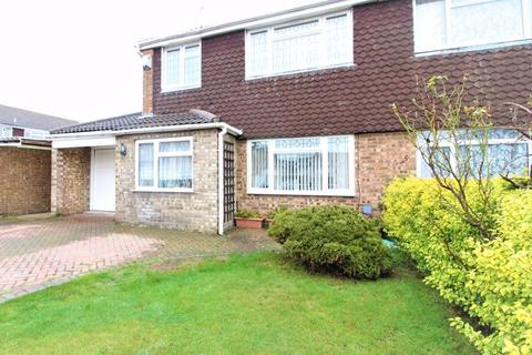 3 bedroom semi-detached house for sale - Three bedroom semi detached on Ilford Close, Luton