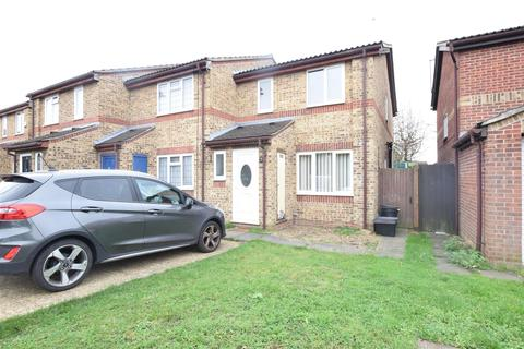 3 bedroom end of terrace house for sale - Asquith Close, Dagenham