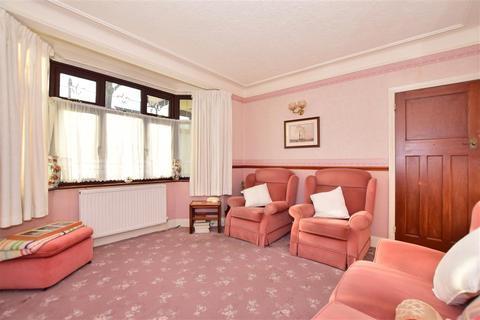 3 bedroom semi-detached house - Osborne Road, Hornchurch, Essex